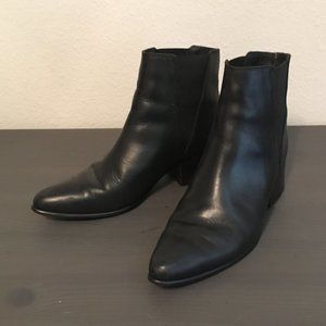 Urban Outfitters Black Leather Chelsea Boots 7